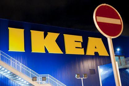 Devanture magasin Ikea, nocturne.