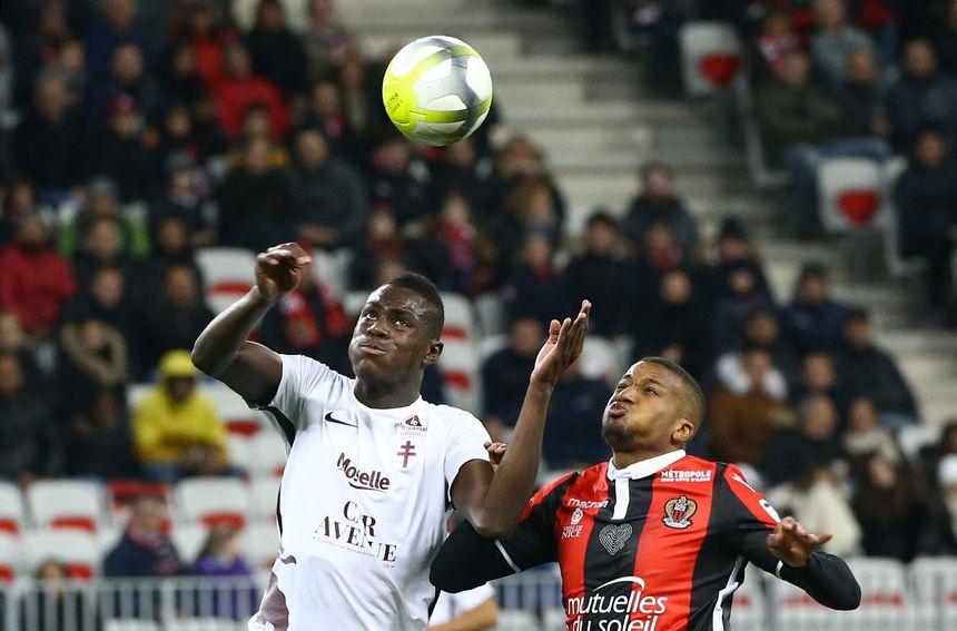 Moussa Niakhaté, le jeune défenseur messin (à gauche), a déjà joué 25 matchs sur 27 cette saison en L1.