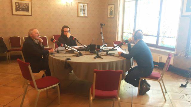 Un studio de radio à Moscou : Bernard Guetta, Nicolas Demorand, Claude Bruillot