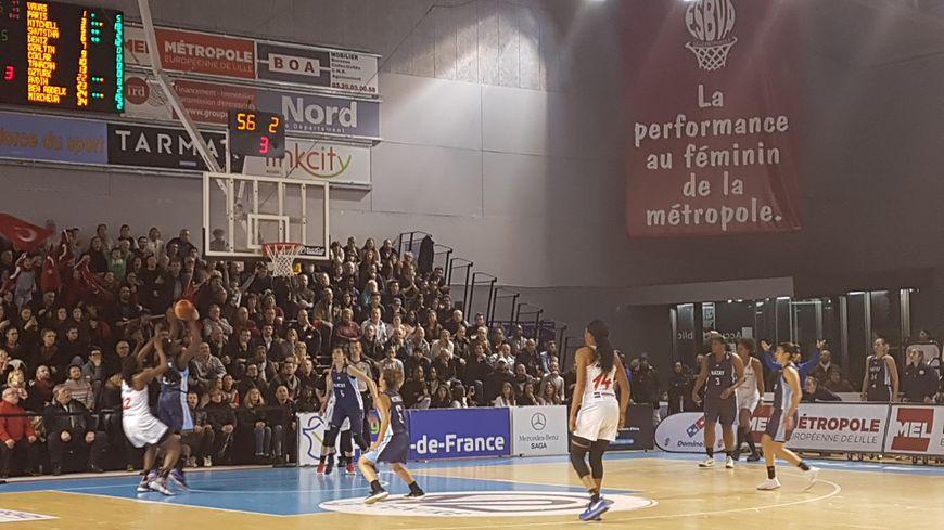 Les basketteuses de Villeneuve-d'Ascq ont gagné 74 à 72 face à Hatay ce jeudi soir devant les tribunes remplies du Palacium.