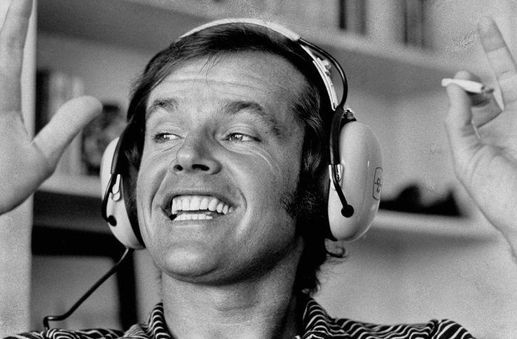 Jack Nicholson écoute du rock chez lui