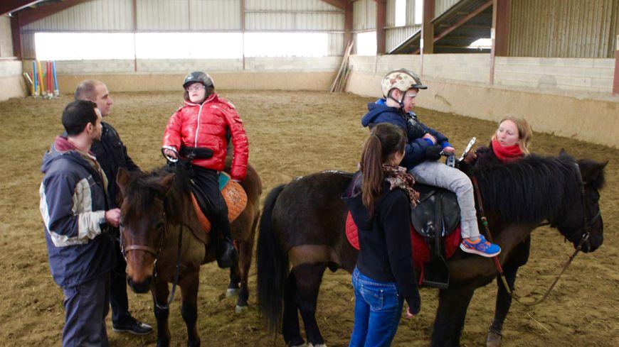 A Chèvremont, le centre équestre propose un accompagnent pour les personnes en situation de polyhandicap