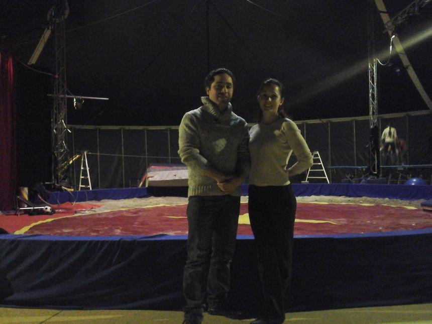 Alejandro et Claire sous le chapiteau de Cirq'Evasion, école de cirque installée à Scey-sur-Saône