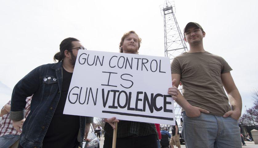 Des manifestants durant la March for Our Lives à OKLAHOMA CITY