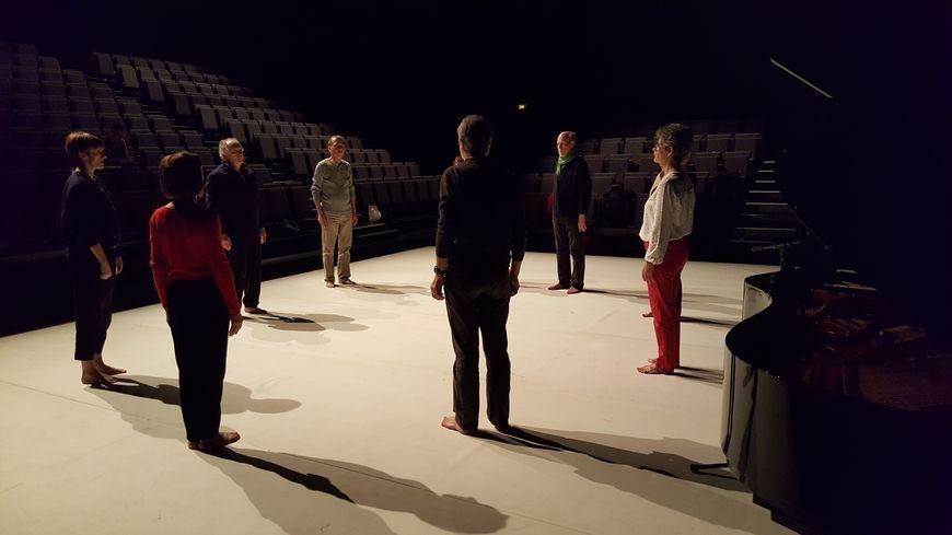 Huit artistes amateurs seniors se produisent sur la scène du théâtre de l'Archipel, à Perpignan, dimanche 4 et mardi 6 mars.