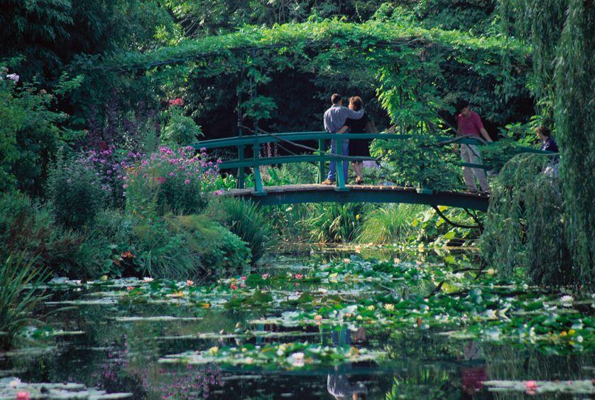 Pont au-dessus de la mare, dans le jardin de Claude Monet à Giverny
