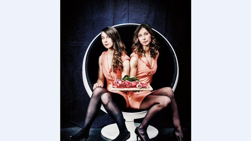 """Anne-Sophie (à g.) et Marie-Laure Bach sont allées de Brive à Paris pour le shooting photo des """"filles à côtelettes"""""""