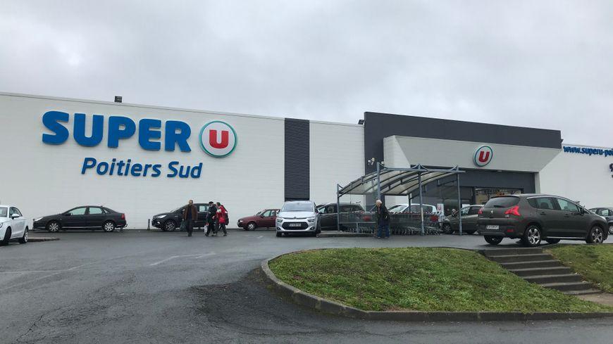 Le Super U de Poitiers Sud fera la minute de silence ce mercredi.
