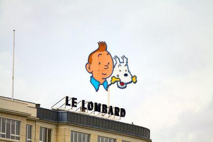 Tintin sur le sommet de l'immeuble des Editions du Lombard à Bruxelles