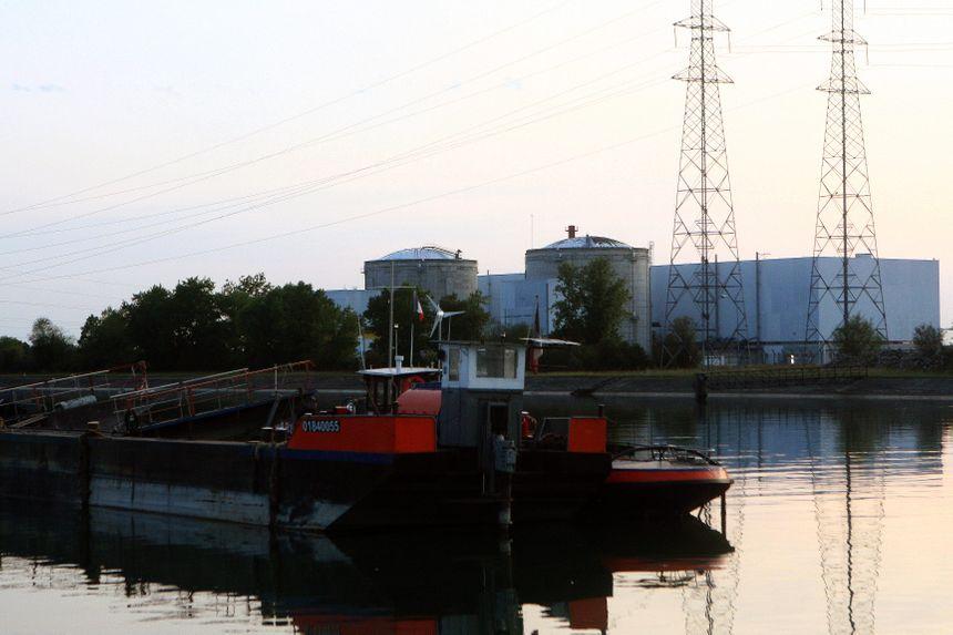 la centrale nucléaire de Fessenheim a été construite au bord du Rhin malgré le risque d'inondation