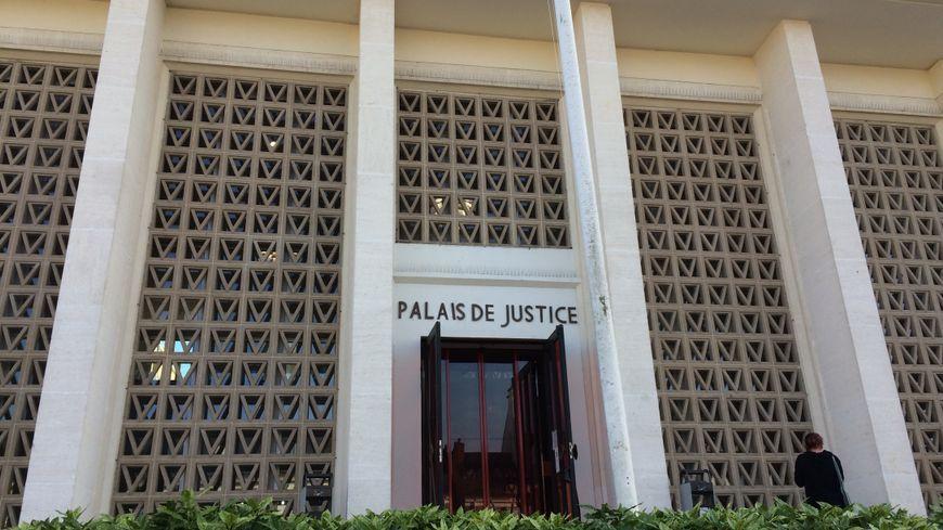 Le Tribunal d'Instance de Saint-Nazaire.
