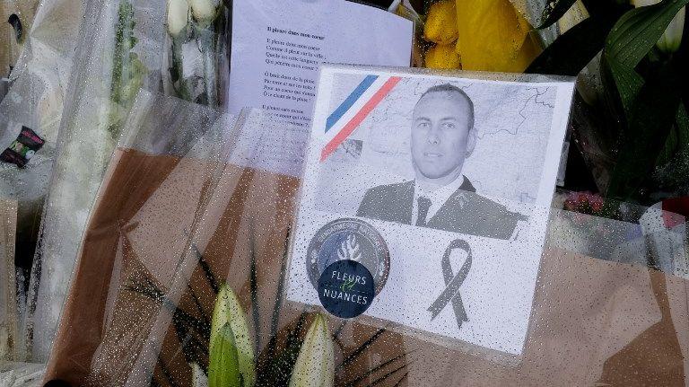 Arnaud Beltrame avait laissé son téléphone allumé pour que les autres gendarmes puissent entendre ce qui se passait dans le supermarché attaqué par Radouane L.