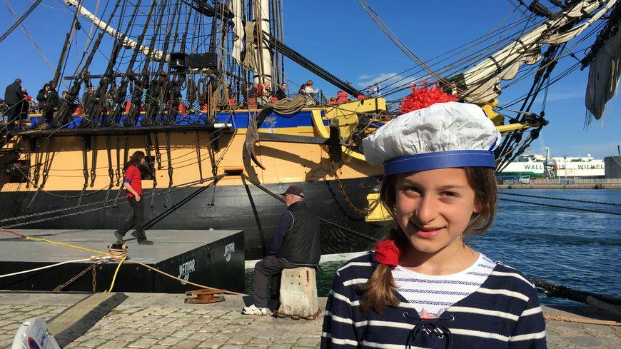 Chapeau aux couleurs des marins, les élèves sétois ont interprété plusieurs chansons pendant le concert des moussaillons. Mais le mieux c'est d'être devant l'Hermione !