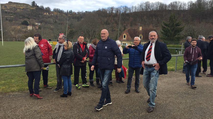 Bernard Laporte, le président de la Fédération Française de rugby, ici aux côtés de Didier Bourdet, le président du club de Cénac et Saint-Julien