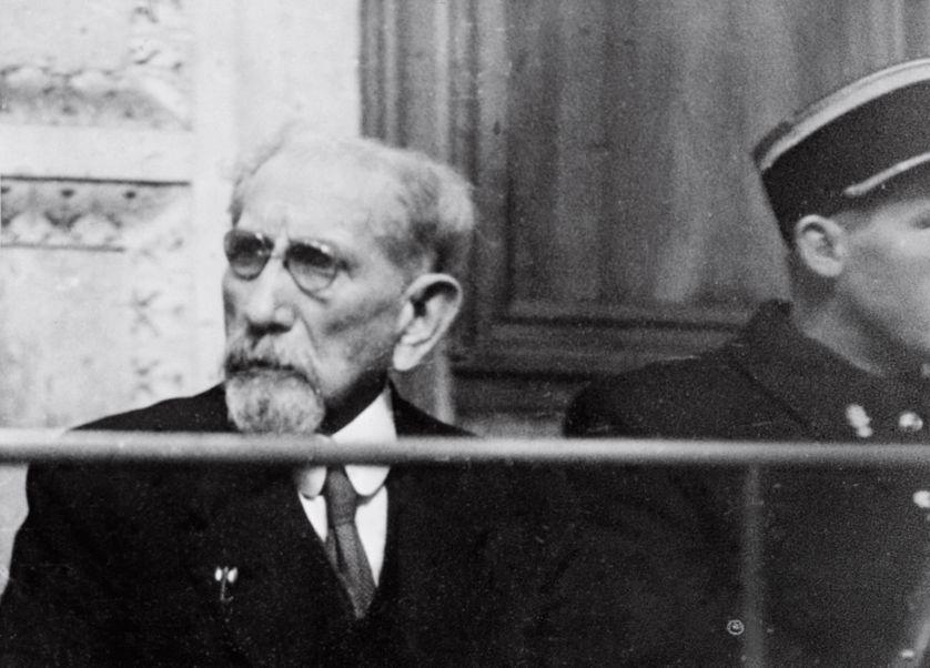 L'écrivain et homme politique Charles Maurras (1868-1952) assis sur le banc des accusés assiste à son procès, le 25 janvier 1945 au Palais de justice de Lyon.