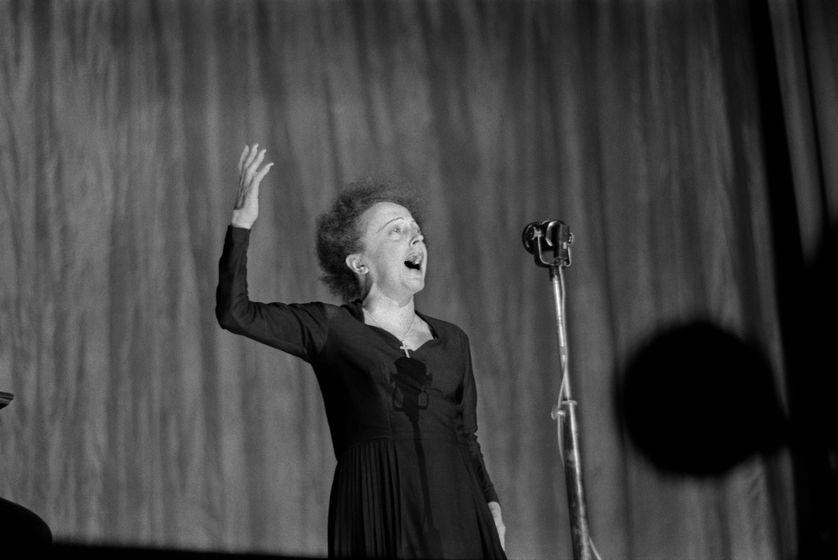 Edith Piaf lors d'un concert à l'Olympia, à Paris, le 30 décembre 1960