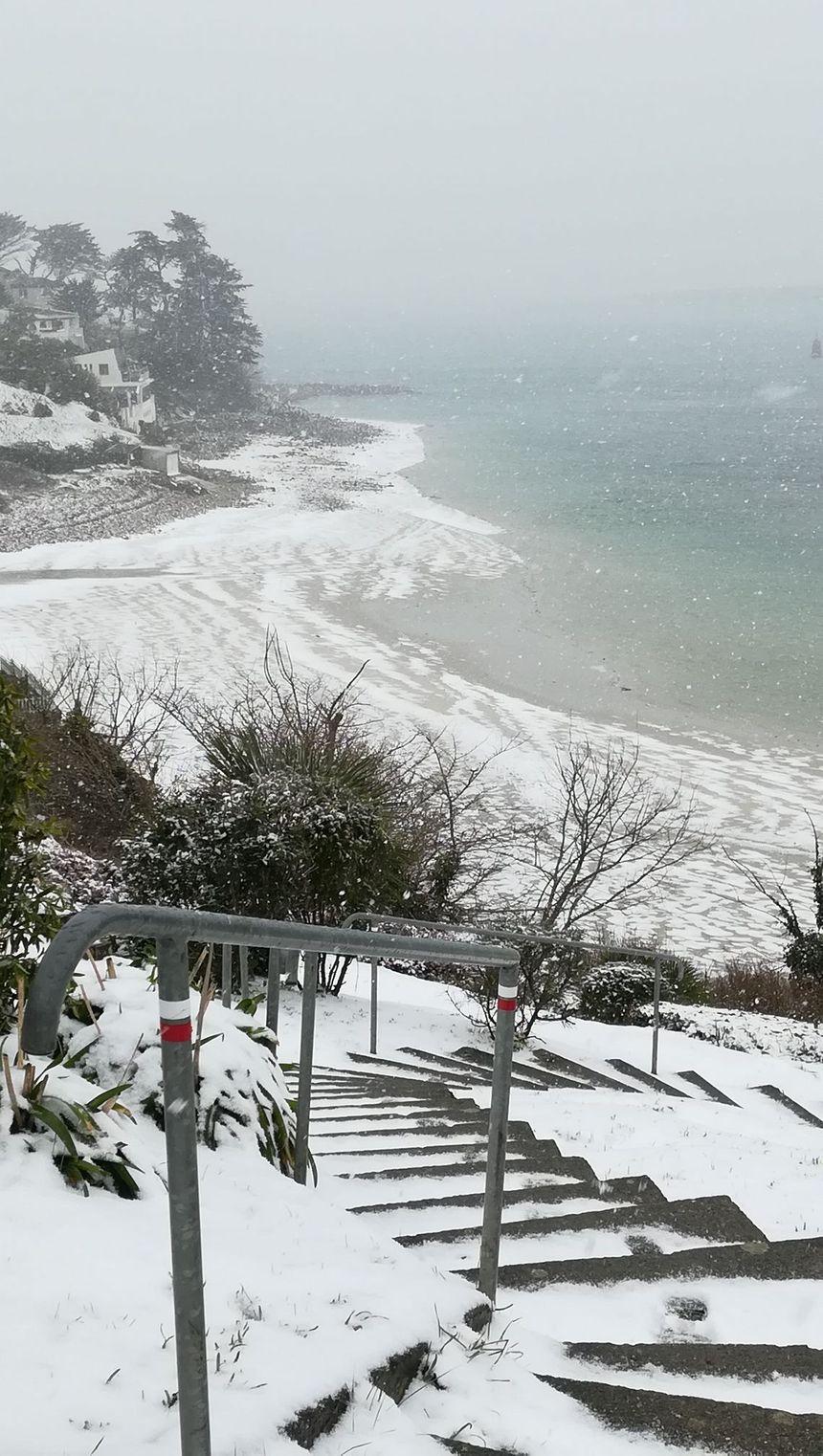 Le sable de Saint-Pabu a viré au blanc