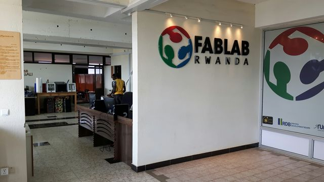 Kigali accueille un FabLab, où des jeunes peuvent venir bricoler des machines à leur idée