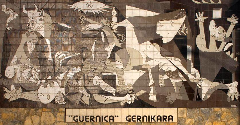 "Reproduction en faïence de ""Guernica"""