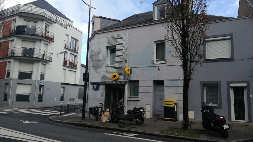 Le bureau de poste de Longchamp
