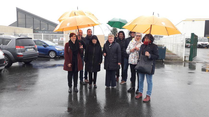 Une dizaine de salariés du CFA de Châteauroux se sont rassemblés devant la chambre des Métiers et d'Industrie de l'Indre ce mardi (27/03)