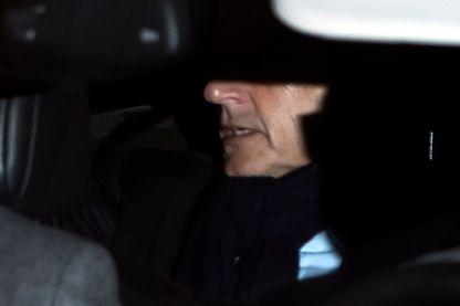 Nicolas Sarkozy est également placé sous contrôle judiciaire : interdiction de se rendre dans certains pays et de rencontrer certains personnages liés à l'affaire libyenne.