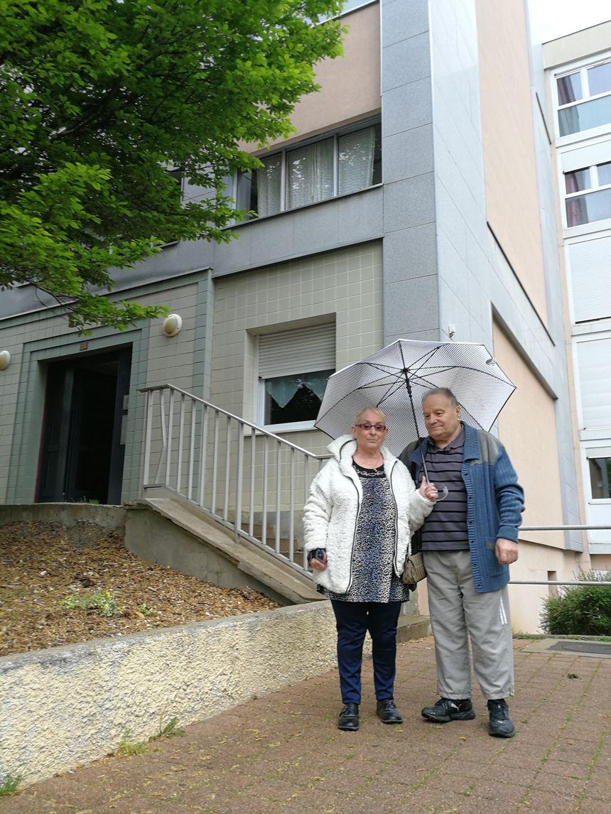 Michel Frignac et sa compagne. Lui vit à la Fontaine-d'Ouche depuis juin 1971