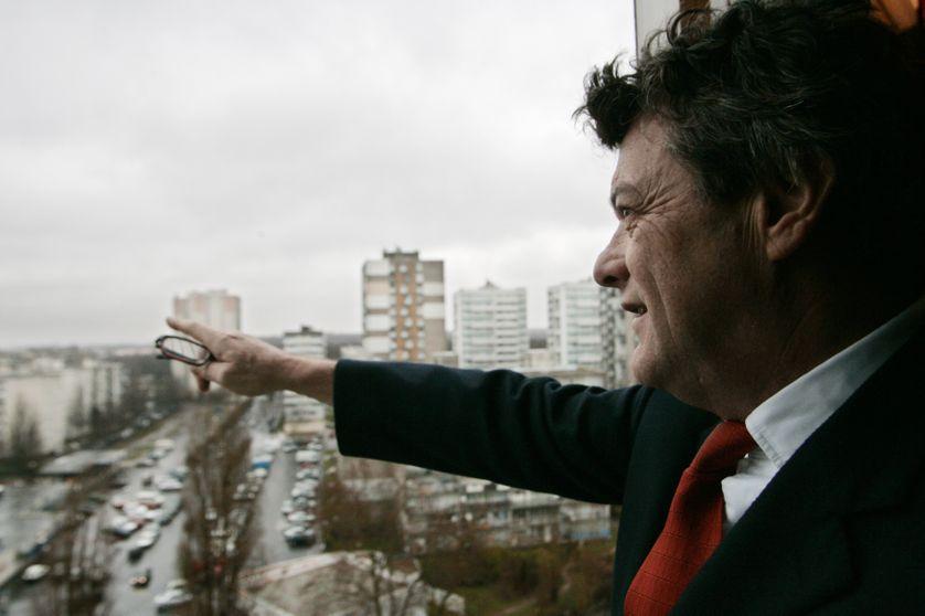 Jean-Louis Borloo montre le chemin en 2004 à Clichy-sous-Bois