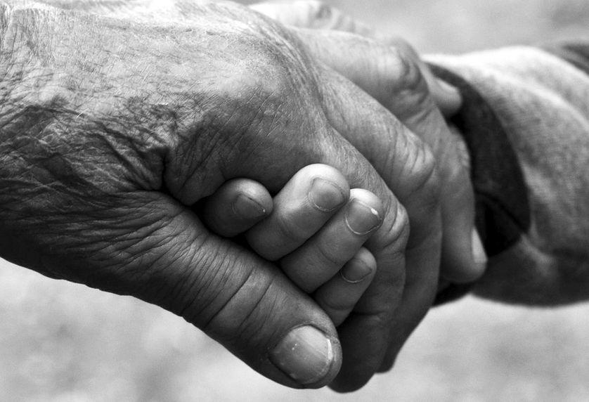 """""""Il va y avoir +50% de personnes atteintes de la maladie de Parkinson d'ici 2030 car la population vieillit. Il y a par ailleurs une légère augmentation de l'incidence de la maladie, du fait notamment des pesticides"""". Marie Vidailhet"""