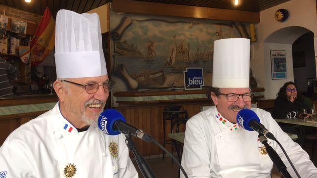 Michel Grobon et Mickaël Azouz en tenue au Café des Bourrus !