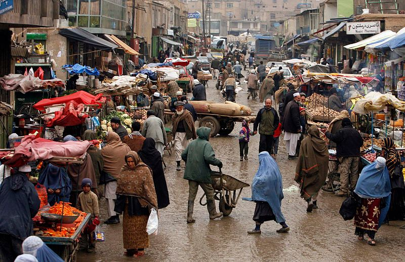 Afghan market teeming with vendors and shoppers, 2-4-2009