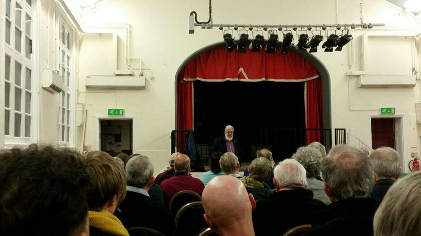 Le fondateur de Momentum Jon Lansman, intervient dans une réunion à Greenwich en mars 2017.