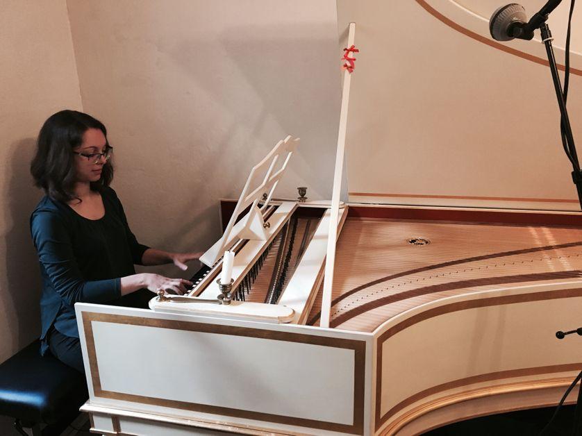 Marie Van Rhijn au clavecin