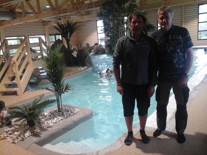 Lionel et Philippe Paillard dans le tout nouveau complexe du camping des Fuvettes... où ça a l'air de baigner!