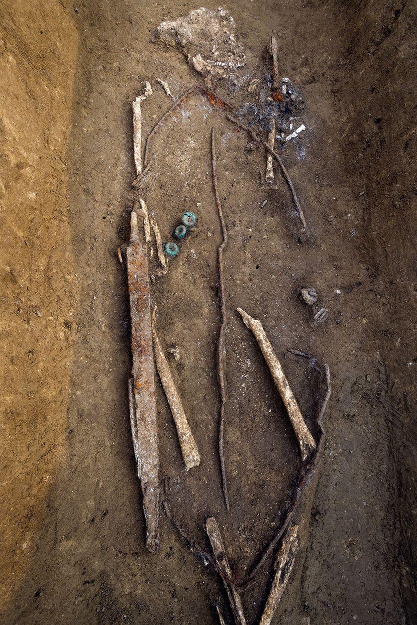 guerrier gaulois inhumé avec son bouclier (IIIe siècle avant notre ère)