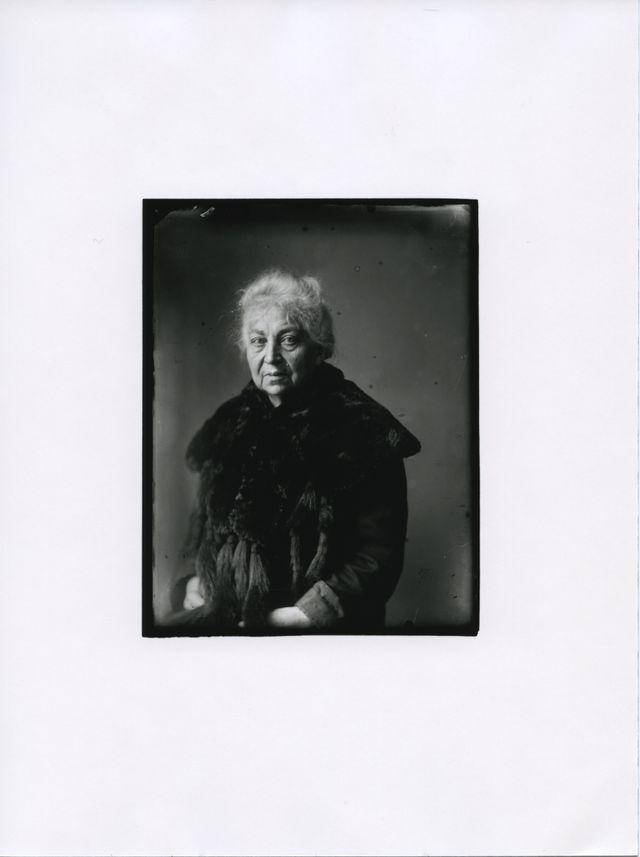 1. August Sander, Persécutée [Mme Franken], c. 1938. Die Photographische Sammlung/SK Stiftung Kultur - August Sander Archiv, Cologne; VG Bild-Kunst, Bonn; ADAGP, Paris, 2018.