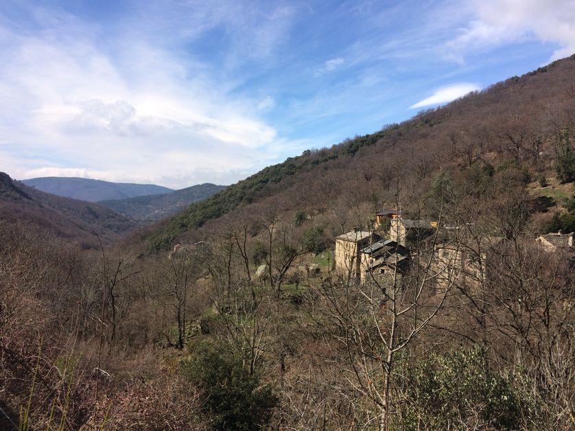 Ardèche, au creux d'une vallée, loin de la civilisation