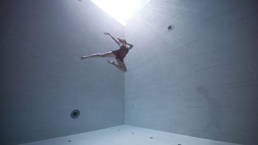 Julie Gauthier danse en apnée à 42 mètres de profondeur