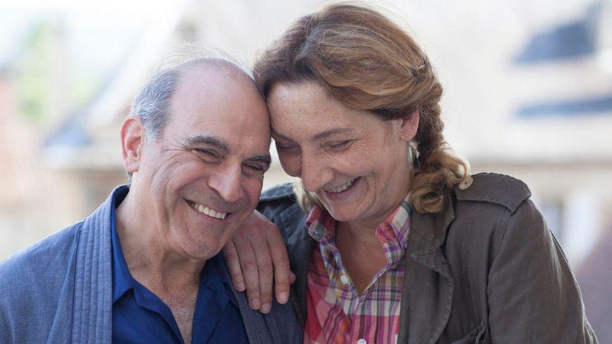 David Suchet et Corinne Masiero se donnent la réplique dans cet épisode.