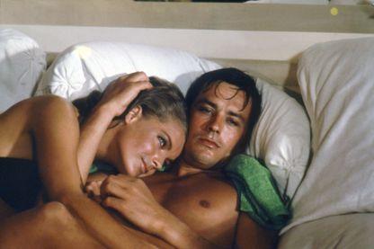 Alain Delon et Romy Schneider sur le tournage de 'La Piscine'.