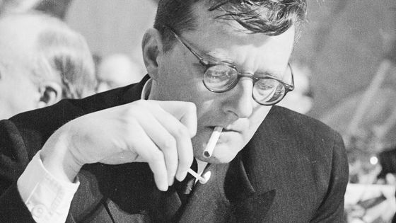 Le compositeur Dimitri Chostakovitch au Congrès culturel et scientifique pour la paix mondiale                                                                                                                                            à New York, 1949