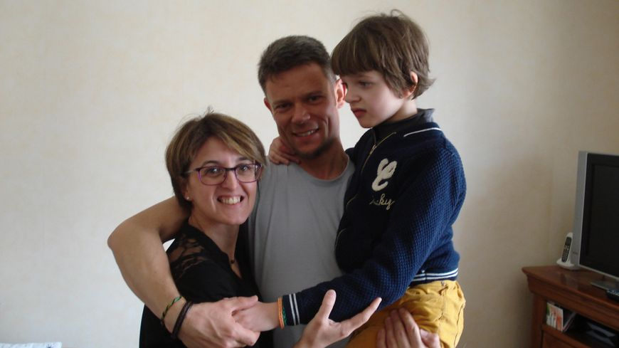 Mathilde et ses parents vont repartir le 12 mai en Espagne, où la fillette va suivre des soins intensifs.