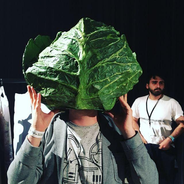 """L'un des costumes artistiques de """"Nouvelle collection"""", au Palais de Tokyo l'an dernier"""