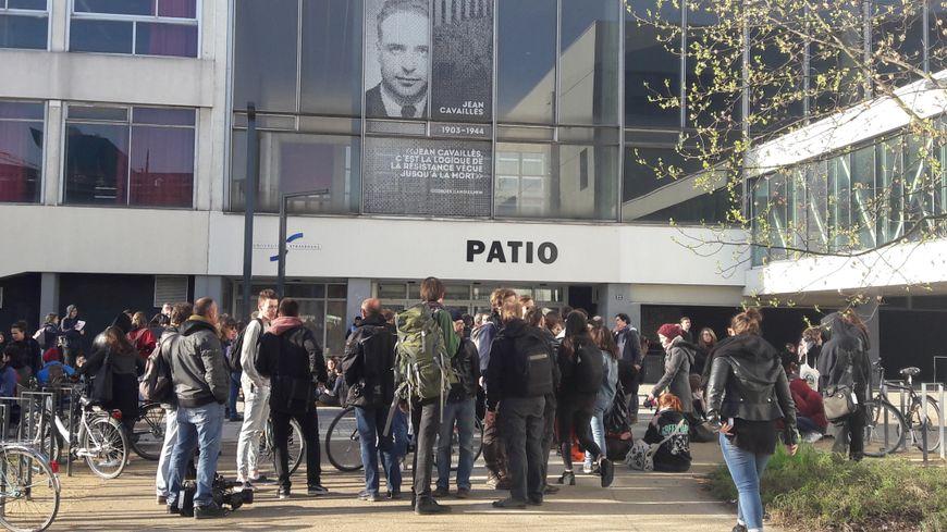 Le patio de l'université de Strasbourg, le 11 avril 2018
