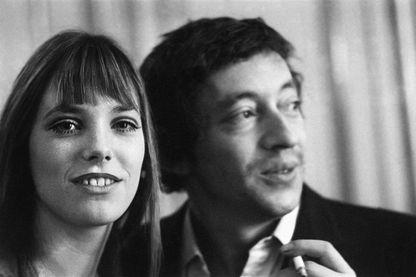 Photo prise le 21 janvier 1969, montrant le chanteur et compositeur français Serge Gainsbourg et sa compagne Jane Birkin.
