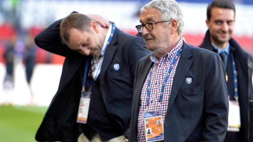 Xavier Gravelaine et Jean-François Fortin soutenus par les salariés du SM Caen.