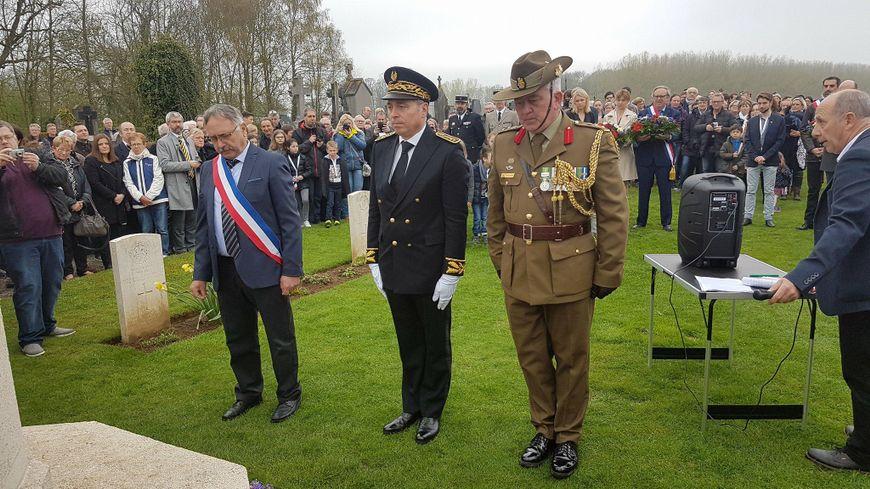Les officiels, mais aussi 300 anonymes venus rendre hommage aux australiens morts à Allonville pendant la Première guerre