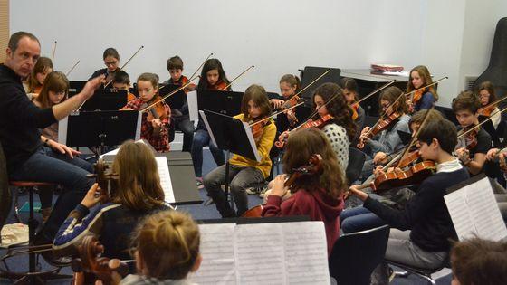 Un orchestre Opus constitué des élèves en fin du premier cycle répète la Symphonie du Nouveau Monde de Dvorak