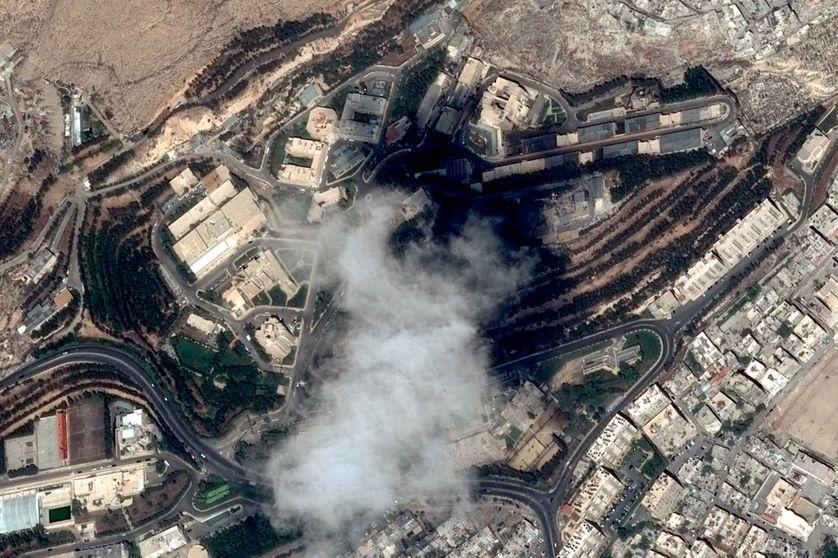 Un centre de Recherches et d'Etudes Scientifiques dans le nord de Damas, ciblé par des frappes aériennes occidentales.