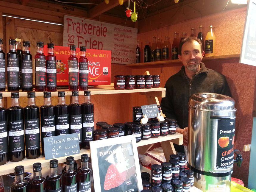 Frédéric vend ses jus de fruits rouges